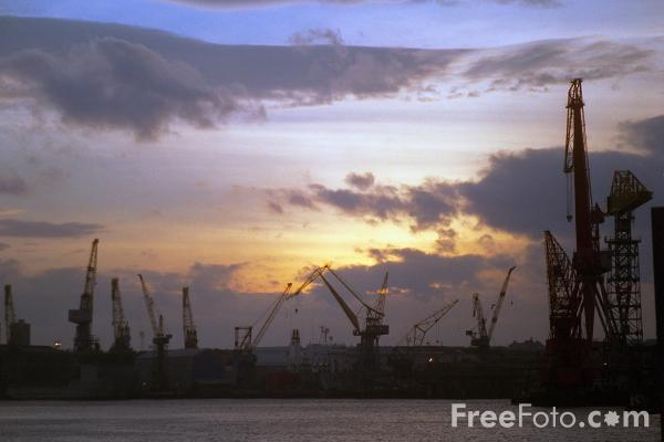 Picture of Dock Cranes, Wallsend, Tyne - Free Pictures - FreeFoto.com