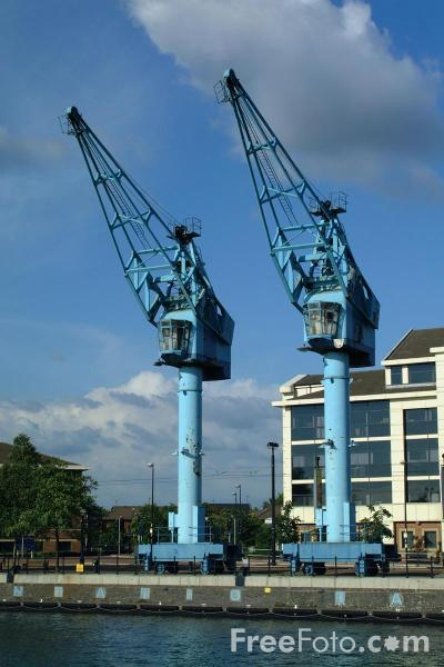Picture of Dock Cranes, Salford Quays, Manchester - Free Pictures - FreeFoto.com