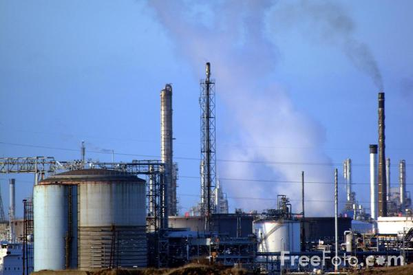 Picture of Oil Refinery, Teesport - Free Pictures - FreeFoto.com