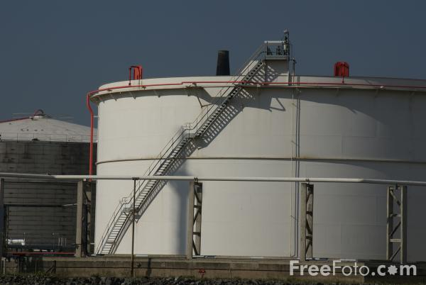Picture of Oil Storage Tanks, Teesmouth - Free Pictures - FreeFoto.com