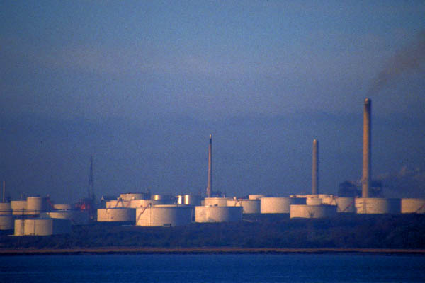 Picture of Oil Refinery, Fawley, Hampshire - Free Pictures - FreeFoto.com
