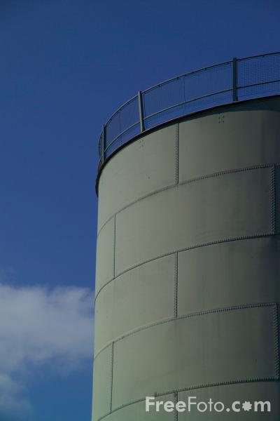 Picture of Oil Storage Tanks - Free Pictures - FreeFoto.com