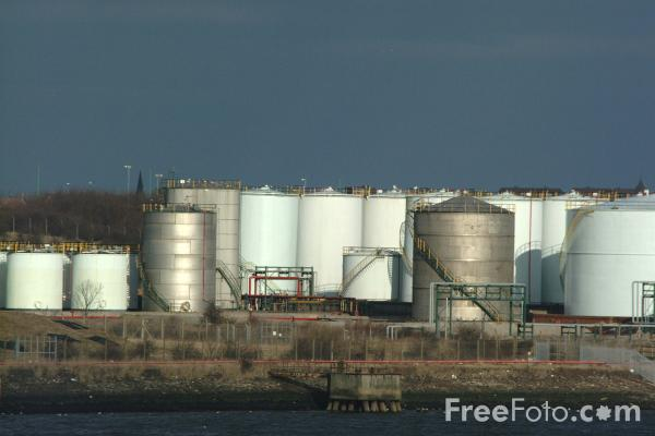 Picture of Oil Storage Depot, Wallsend, Tyne - Free Pictures - FreeFoto.com