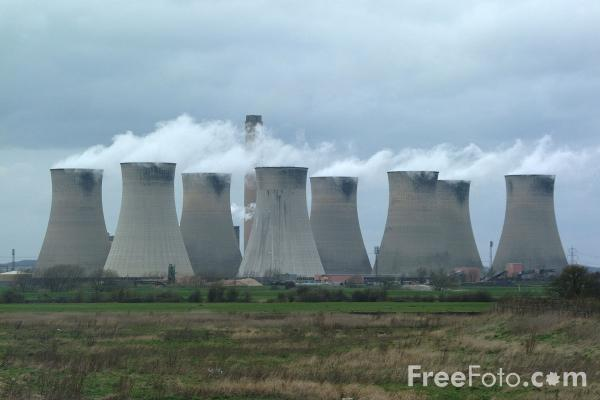 Picture of Cooling Towers, 2000MW coal-fired Cottam Power Station, Nottinghamshire - Free Pictures - FreeFoto.com