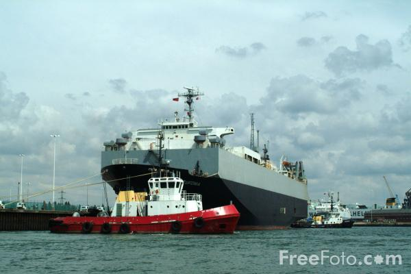 Picture of Adsteam Marine Tug Sir Bevois, Port of Southampton - Free Pictures - FreeFoto.com
