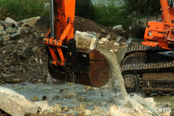 Picture of Tracked Digger Bucket working in a river - Free Pictures - FreeFoto.com