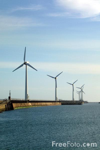 Picture of Blyth Harbour Wind Farm, Blyth, Northumberland - Free Pictures - FreeFoto.com