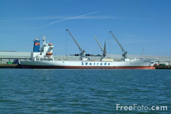 Picture of Port of Southampton - Free Pictures - FreeFoto.com