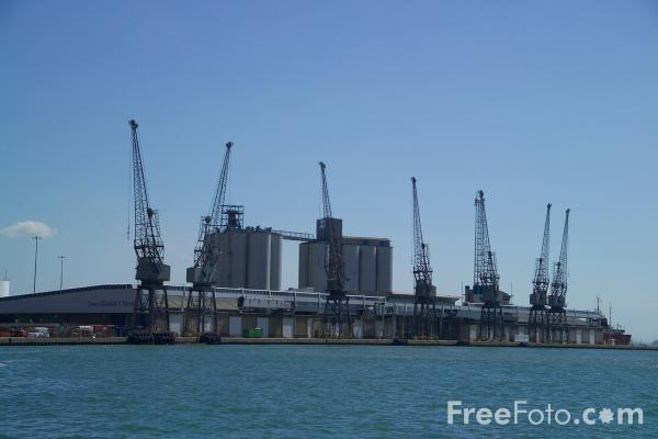 Picture of Cranes, Port of Southampton - Free Pictures - FreeFoto.com