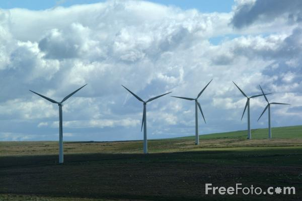 Picture of ScottishPowers Dun Law Wind Farm - Free Pictures - FreeFoto.com