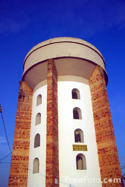 Picture of Water Tower - Free Pictures - FreeFoto.com