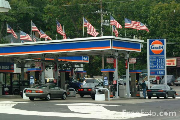 Picture of Gas Station - Free Pictures - FreeFoto.com