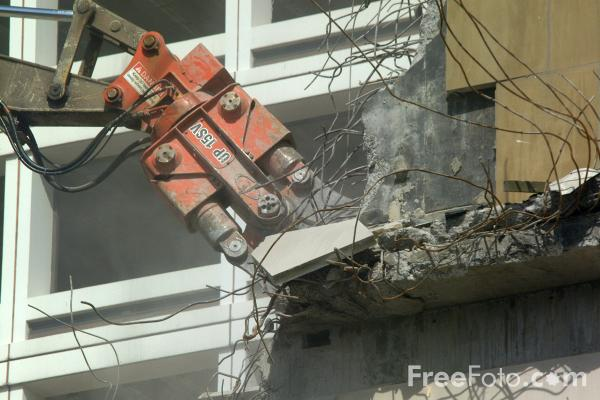 Picture of Demolition excavator with long-reach arm and specialised concrete pulverising attachment. - Free Pictures - FreeFoto.com