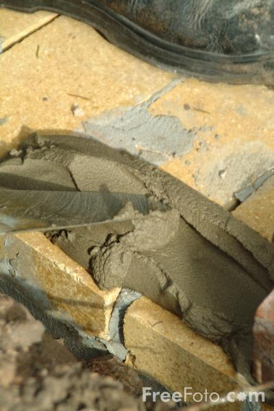 Picture of Bricklaying - Free Pictures - FreeFoto.com