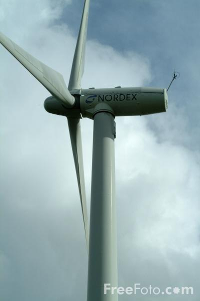 Picture of Kirkheaton Wind Farm, Northumberland - Free Pictures - FreeFoto.com