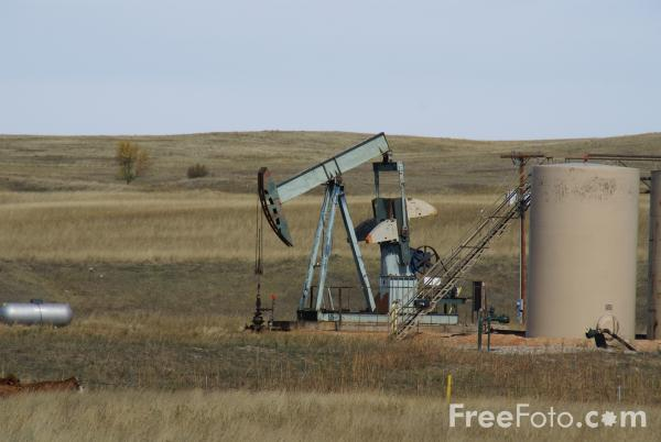 Picture of Nodding Donkey Oil Well, North Dakota, USA, - Free Pictures - FreeFoto.com