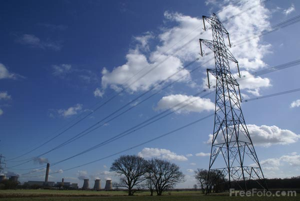 Picture of high-tension power transmission line - Free Pictures - FreeFoto.com