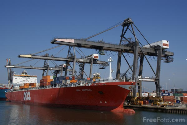 Picture of OOCL Montreal - Free Pictures - FreeFoto.com