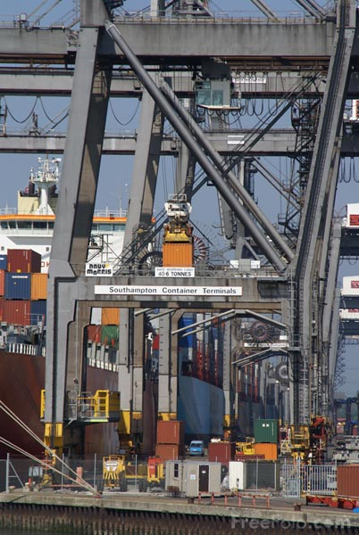 Picture of Southampton Container Terminal - Free Pictures - FreeFoto.com