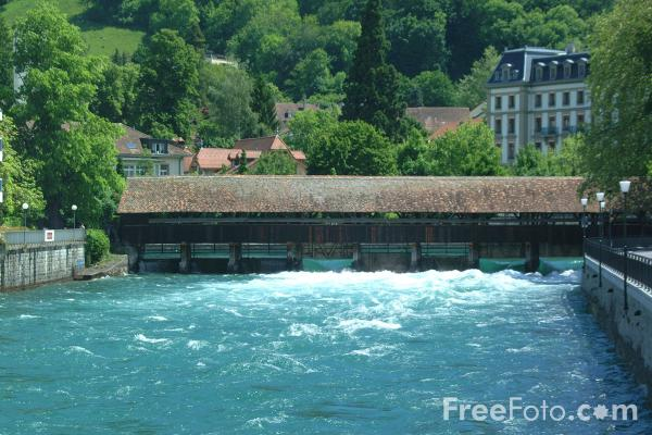 Picture of Covered Bridge, River Aare, Thun, Berner Oberland, Switzerland - Free Pictures - FreeFoto.com