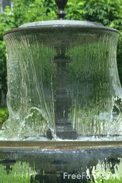 Picture of Fountain, Interlaken, Berner Oberland, Switzerland - Free Pictures - FreeFoto.com