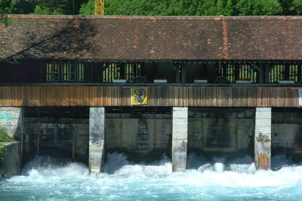 Picture of Covered Wooden bridge, River Aare, Interlaken, Berner Oberland, Switzerland - Free Pictures - FreeFoto.com