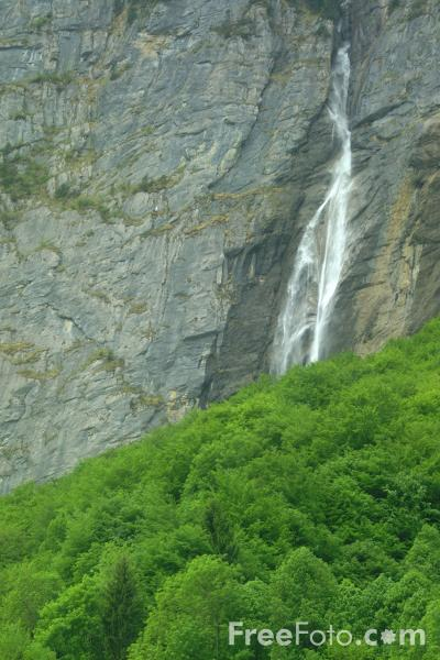 Picture of Staubbach Waterfall, Lauterbrunnen, Berner Oberland - Free Pictures - FreeFoto.com