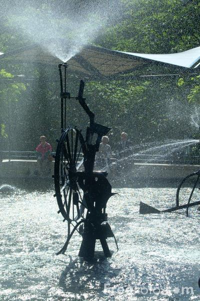 Picture of Jean Tinguelys Fasnachtsbrunnen - Carnival Fountain, Theaterplatz, Basel, Switzerland - Free Pictures - FreeFoto.com