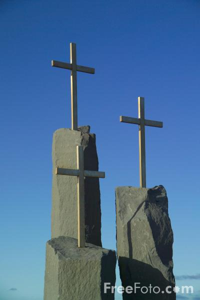 Picture of Three Crosses, Iceland - Free Pictures - FreeFoto.com