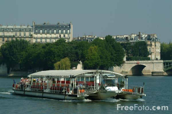 Picture of Pleasure Craft on the River Seine, Paris, France - Free Pictures - FreeFoto.com