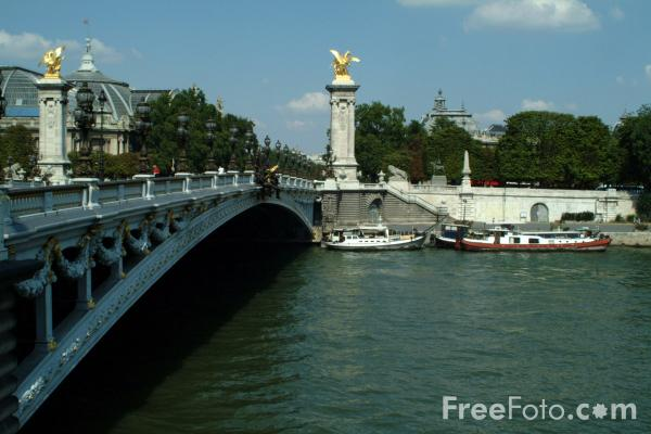 Picture of Pont Alexandre III - The Alexander III bridge, Paris, France - Free Pictures - FreeFoto.com