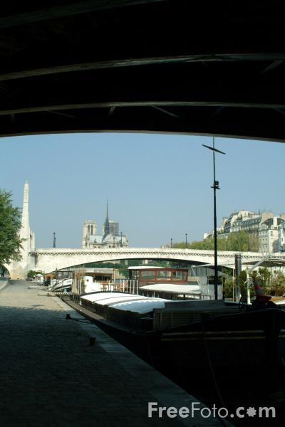 Picture of Pont de la Tournelle, The River Seine, Paris, France - Free Pictures - FreeFoto.com