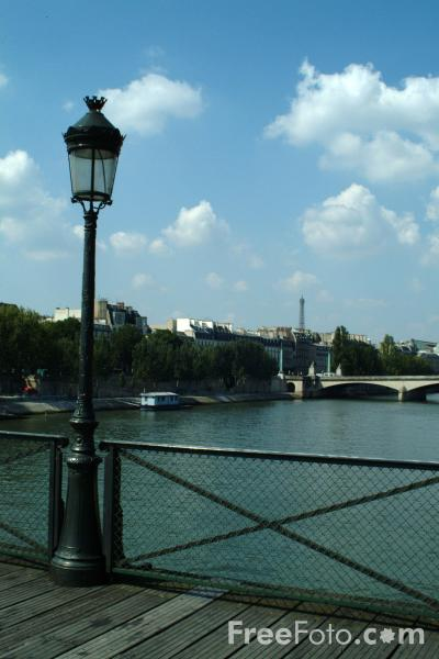 Picture of Pont des Arts, The River Seine, Paris, France - Free Pictures - FreeFoto.com