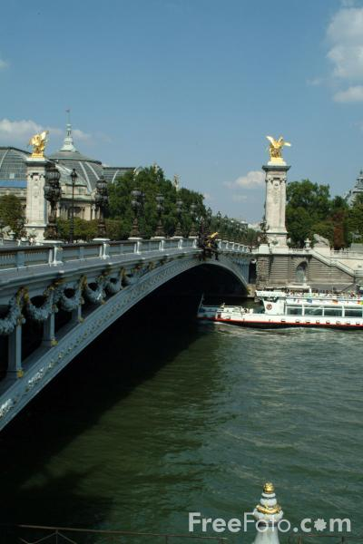 Picture of Bridge, The River Seine, Paris, France - Free Pictures - FreeFoto.com