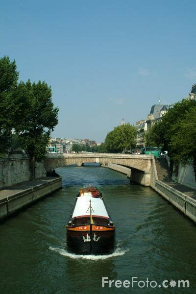 Picture of Barge, The River Seine, Paris, France - Free Pictures - FreeFoto.com