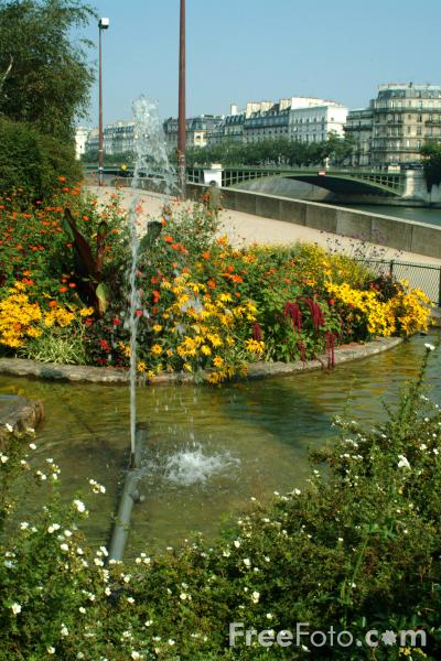 Picture of Riverside Garden, River Seine, Paris, France - Free Pictures - FreeFoto.com
