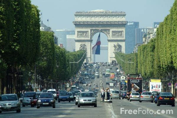 Picture of Traffic, Avenue de Champs-Élysées, Paris, France - Free Pictures - FreeFoto.com