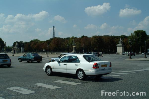 Picture of Traffic, Place de la Concorde, Paris, France - Free Pictures - FreeFoto.com