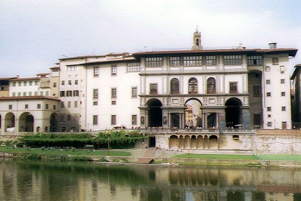 Picture of Arno Farcade of the Uffizi, Florence, Italy - Free Pictures - FreeFoto.com