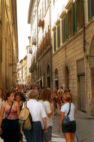 Picture of Busy Florence Street - Free Pictures - FreeFoto.com