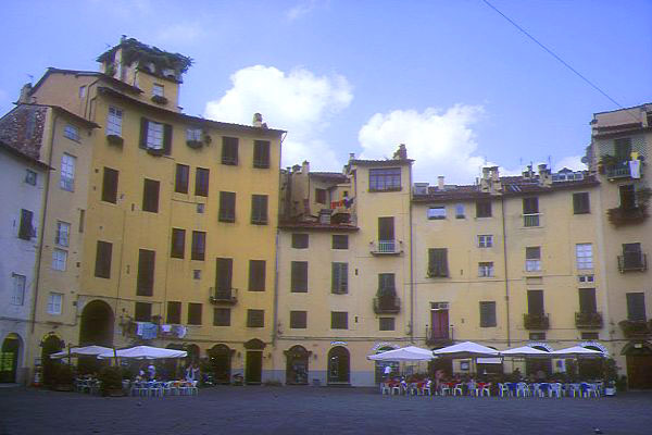 Picture of Piazza Anfiteatro, Lucca, Tuscany, Italy - Free Pictures - FreeFoto.com