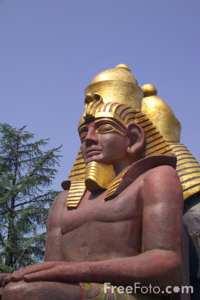 Picture of Egyptian statue, Verona, Italy - Free Pictures - FreeFoto.com
