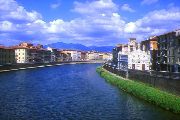 Picture of River Armo in Pisa, Tuscany, Italy - Free Pictures - FreeFoto.com