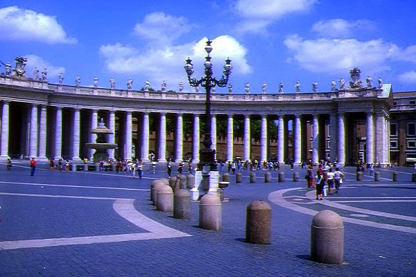 Picture of St Peter's Square, Rome, Italy - Free Pictures - FreeFoto.com