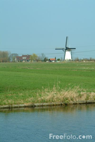 Picture of Windmill, River Alblas, Holland - Free Pictures - FreeFoto.com