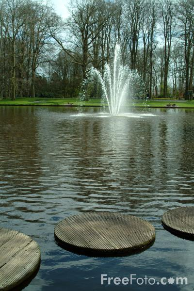 Picture of Fountain, Keukenhof, Holland - The Netherlands - Free Pictures - FreeFoto.com