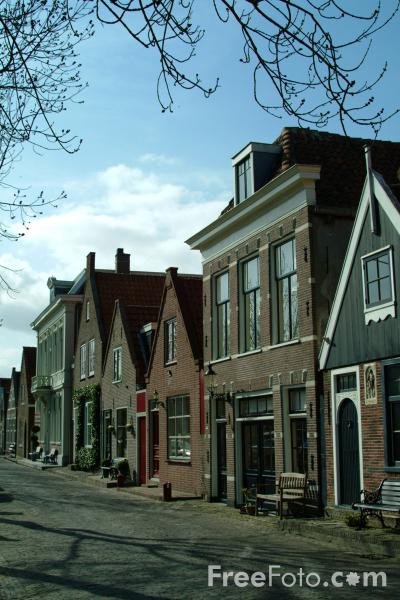 Picture of Canalside Houses, Edam, Holland - Free Pictures - FreeFoto.com