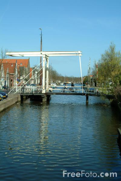 Picture of Lifting Canal Bridge, Edam, Holland - Free Pictures - FreeFoto.com