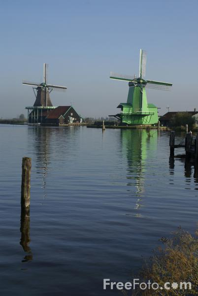 Picture of Dutch windmill, Zaanse Schans, The Netherlands - Free Pictures - FreeFoto.com