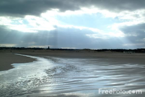 Picture of The Beach, South Shields - Free Pictures - FreeFoto.com